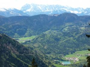 Blick vom Hochgern auf den Wössener See und Hinterwössen mit Wilder Kaiser